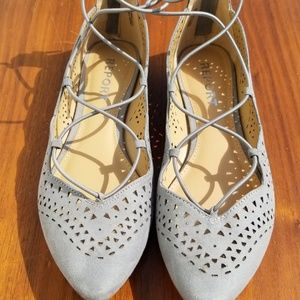 Report Cute Gray Flats Size 7